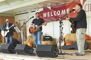 Music at Honeycrisp Stage